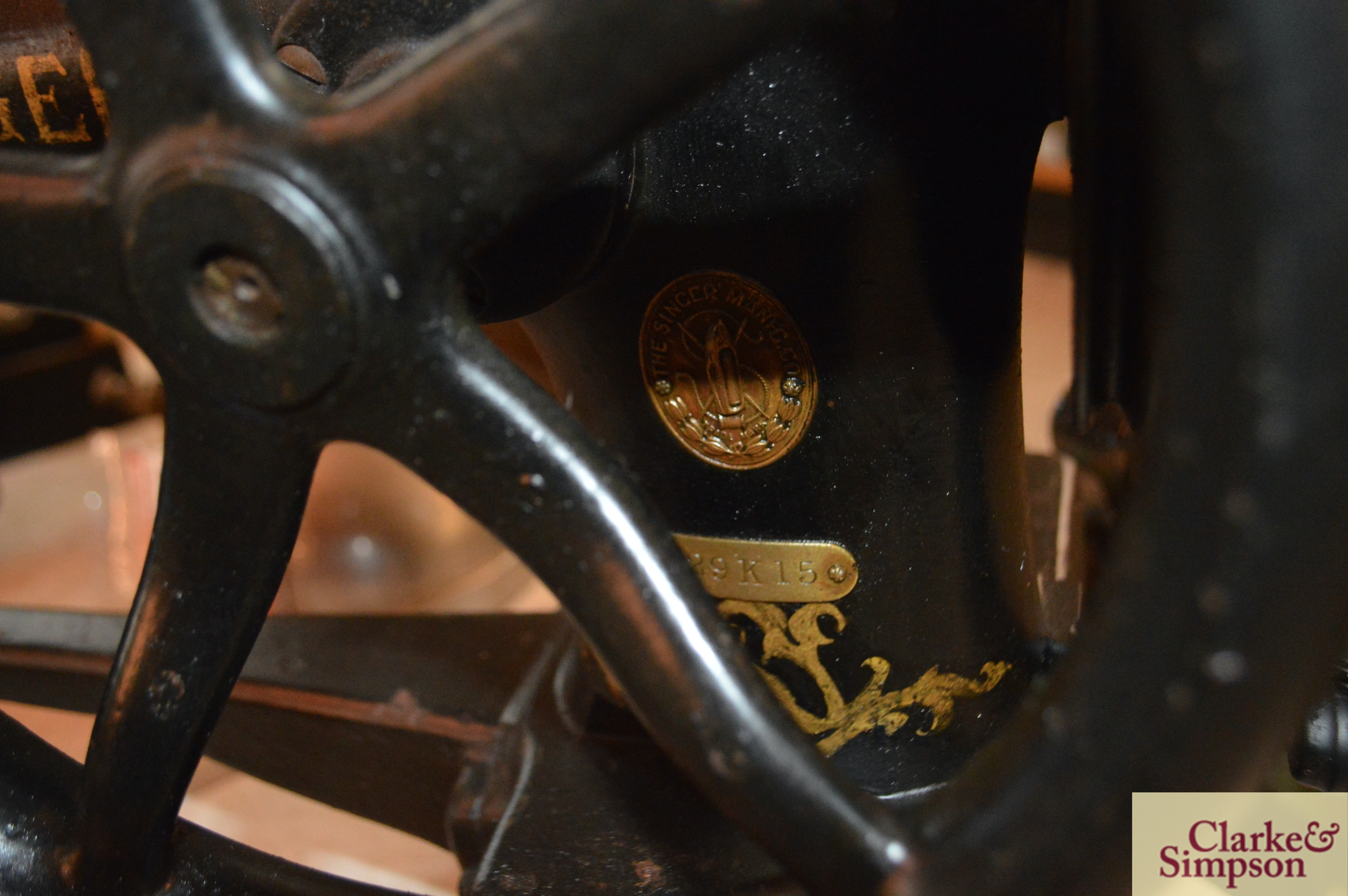 A Singer No.29K15 heavy duty patcher hand or belt - Image 6 of 9