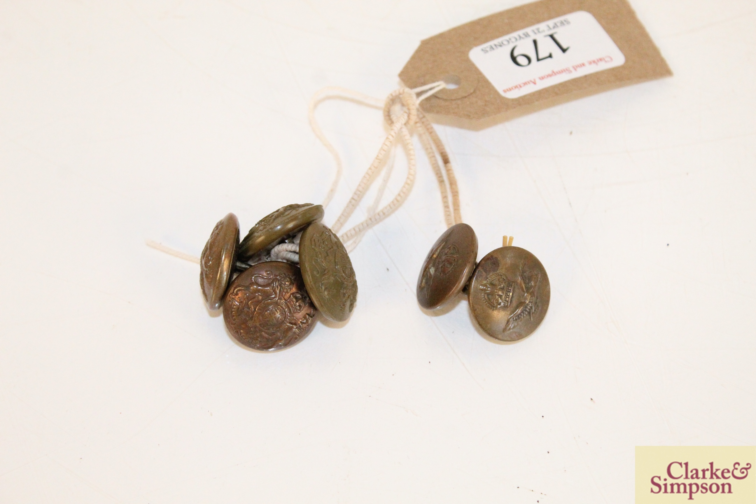 Two WW1 RAF buttons and four General Service buttons
