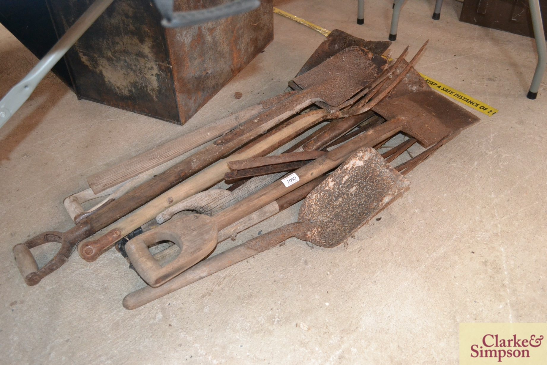 A quantity of various garden tools - Image 2 of 2