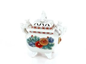 A fine Japanese porcelain censer,the cover with ShiShi terminal and handles, painted in Kakiemon