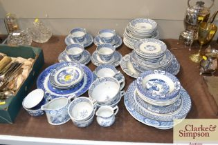 """A quantity of Old Chelsea """"Furnivals"""" pattern teaw"""