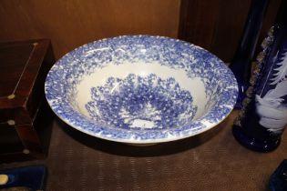 A fine 19th Century blue and white spongeware wash bowl, 33.5cm dia.