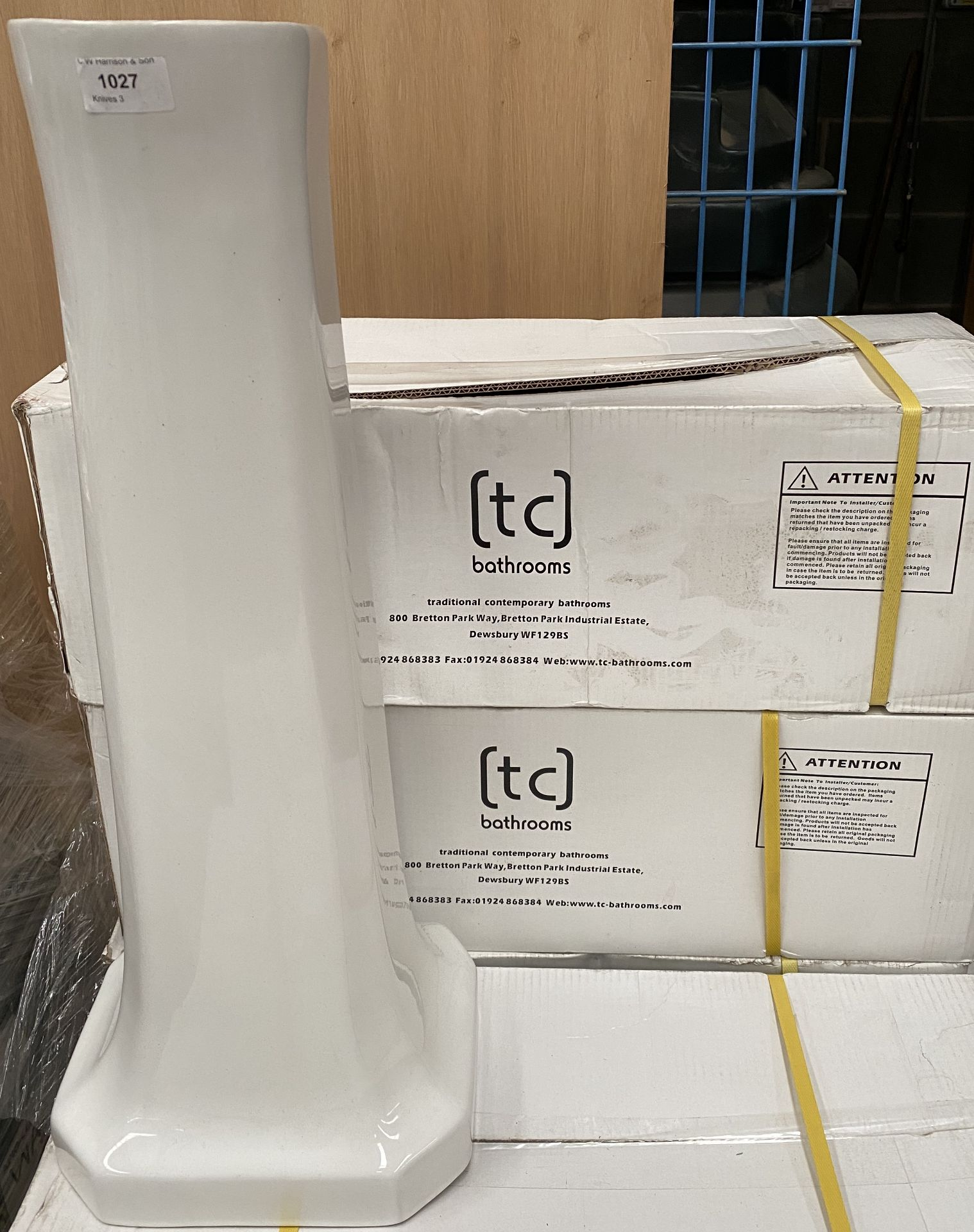A pallet of white ceramic cloakroom pedestals - 13 x traditional ceramic sink pedestals - Image 2 of 3