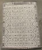Grey and cream geometric pattern rug,