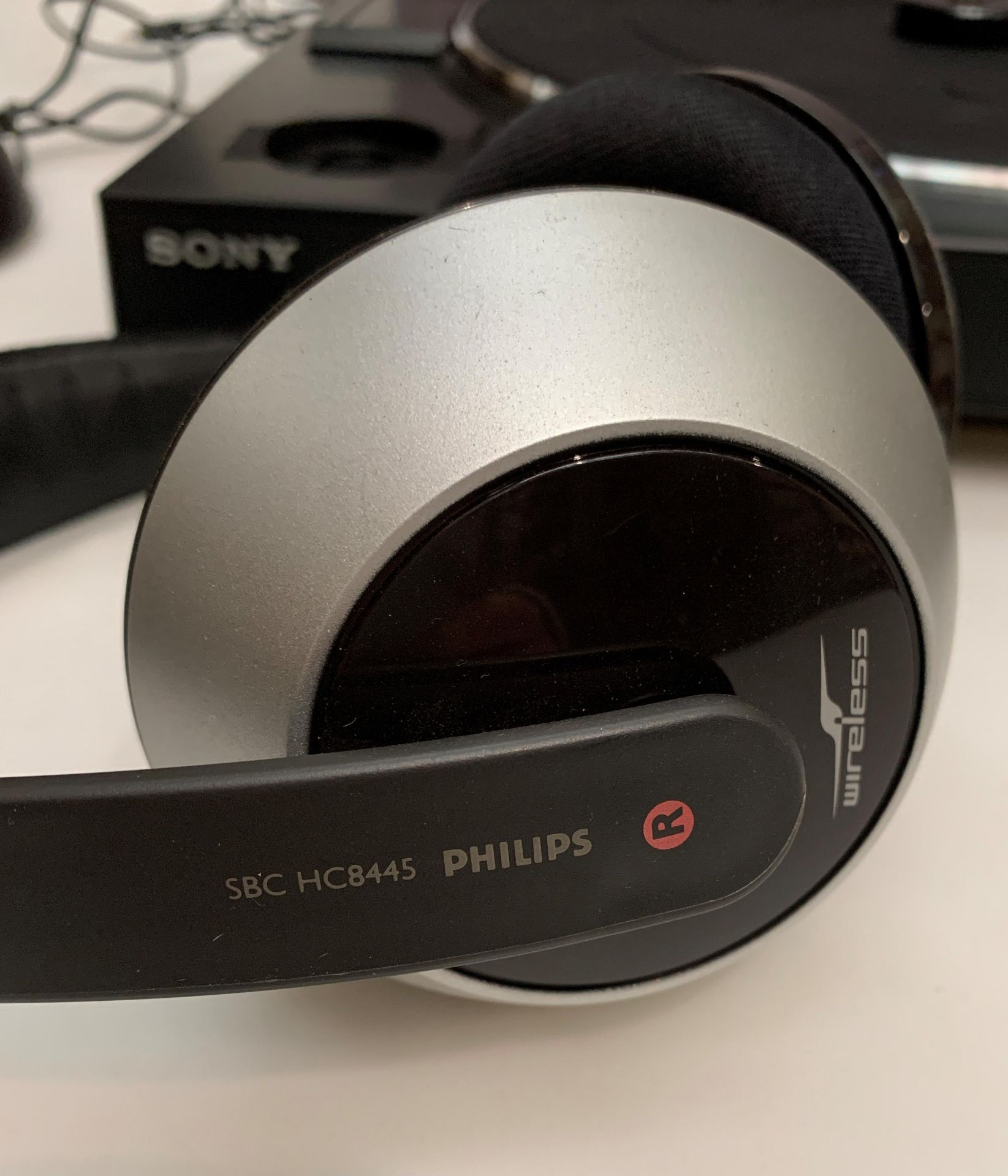 A Sony PS-LX300HSB stereo turntable system and a pair of Philips SBC HC8445 wireless headphones (2) - Image 3 of 3