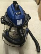A Draper 1250w 20 litre wet and dry tub vacuum cleaner complete with hose - 240v