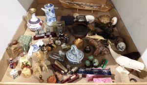 Contents to tray a large collection of oriental items - figurines, bottles, Cloisonie vase,