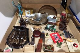 Contents to tray - assorted oriental and other figurines including Don Quixote,