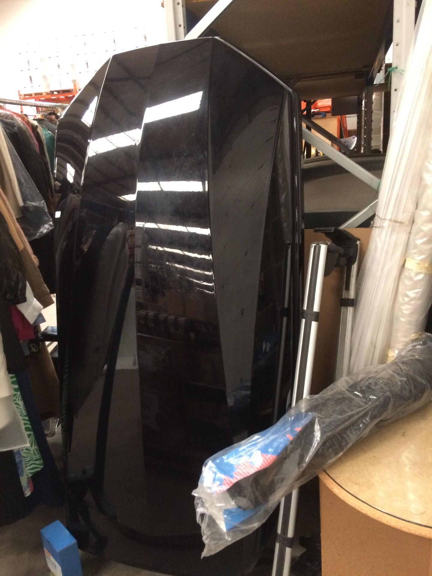 A Halfords Exodus gloss black roof box - 60kgs weight capacity approx - Image 4 of 4