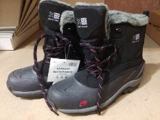 A pair of Karrimor size 10 snow boots in black