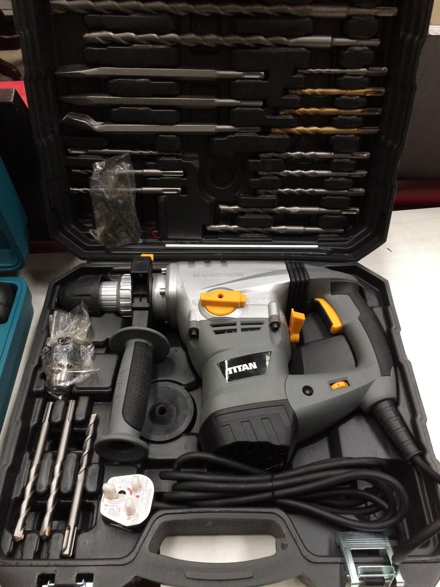 Titan TTB6315DS 1500w SDS Plus Rotary hammer drill 240v in case complete with SDS bits etc.