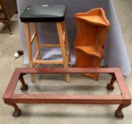 A small pine corner rack,