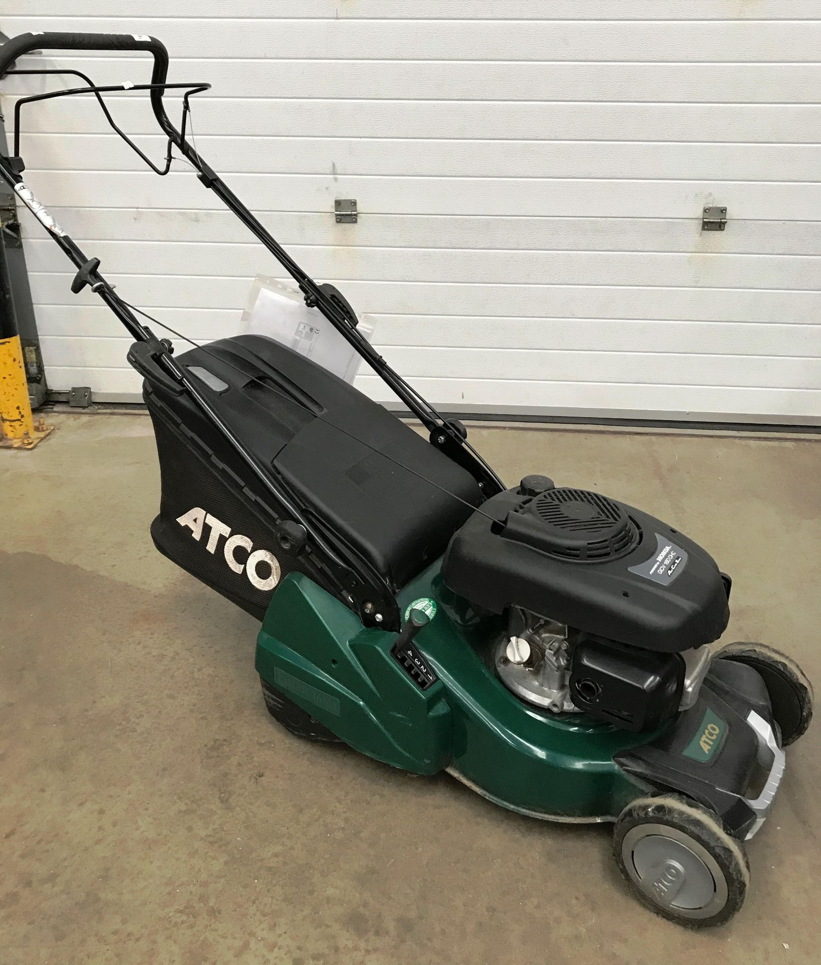 """An Atco NTL 434 TR-R model Liner 16SH 16"""" petrol rotary lawn mower with Honda GCV 160 OHC engine - Image 3 of 3"""