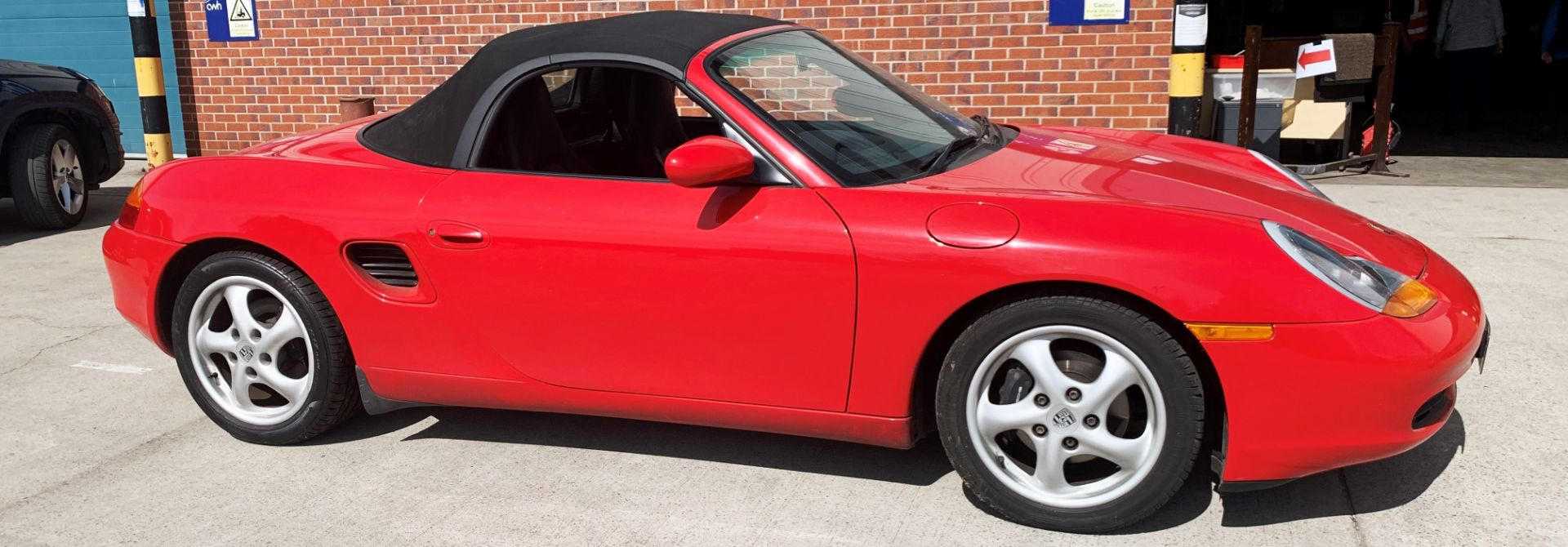 From a deceased estate: PORSCHE BOXSTER 2.5 CONVERTIBLE - Image 5 of 25