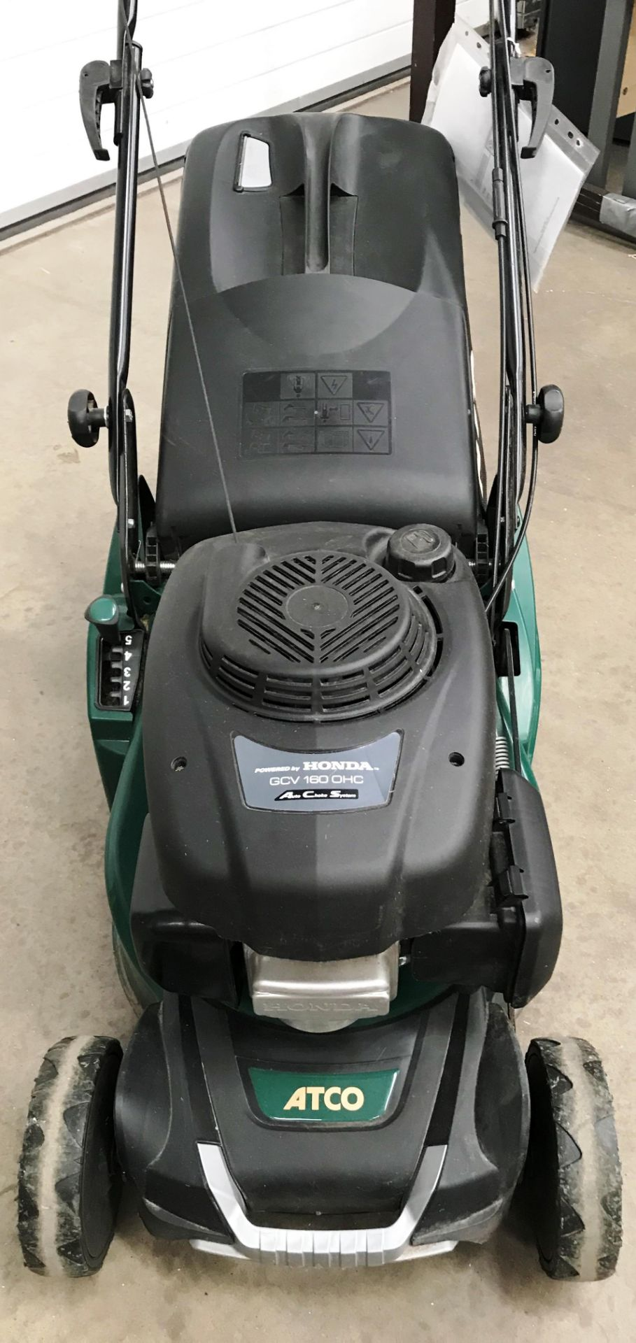 """An Atco NTL 434 TR-R model Liner 16SH 16"""" petrol rotary lawn mower with Honda GCV 160 OHC engine - Image 2 of 3"""