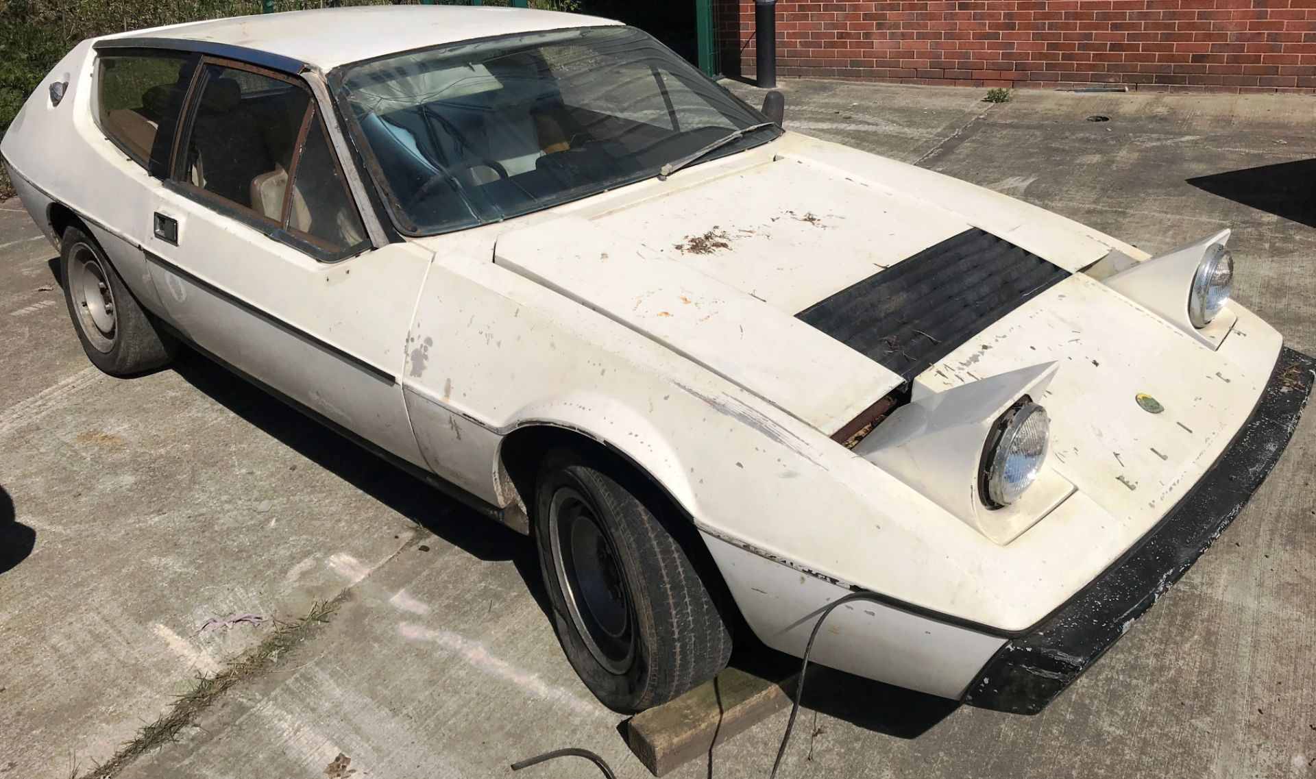 BARN FIND - IN NEED OF TOTAL RESTORATION AND FROM THE SAME BARN AS LOT 7 LOTUS ELITE TWO DOOR - Image 7 of 13