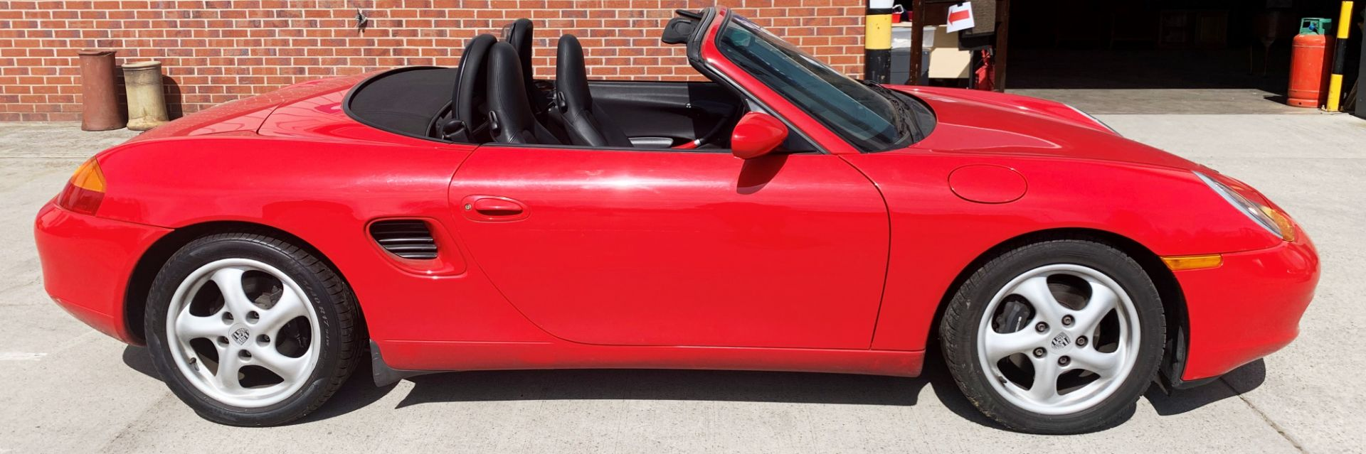 From a deceased estate: PORSCHE BOXSTER 2.5 CONVERTIBLE - Image 2 of 25