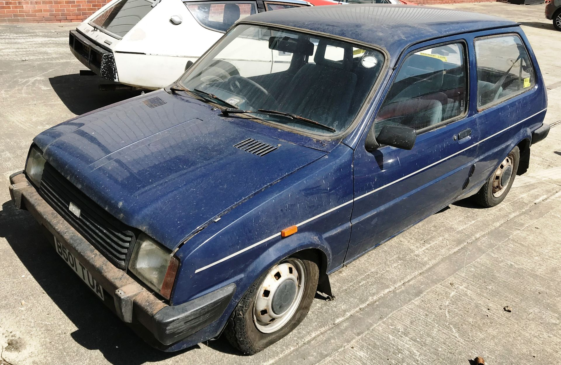 GARAGE FIND - IN NEED OF FULL RESTORATION AUSTIN METRO 1300L 3 DOOR HATCHBACK - petrol - blue