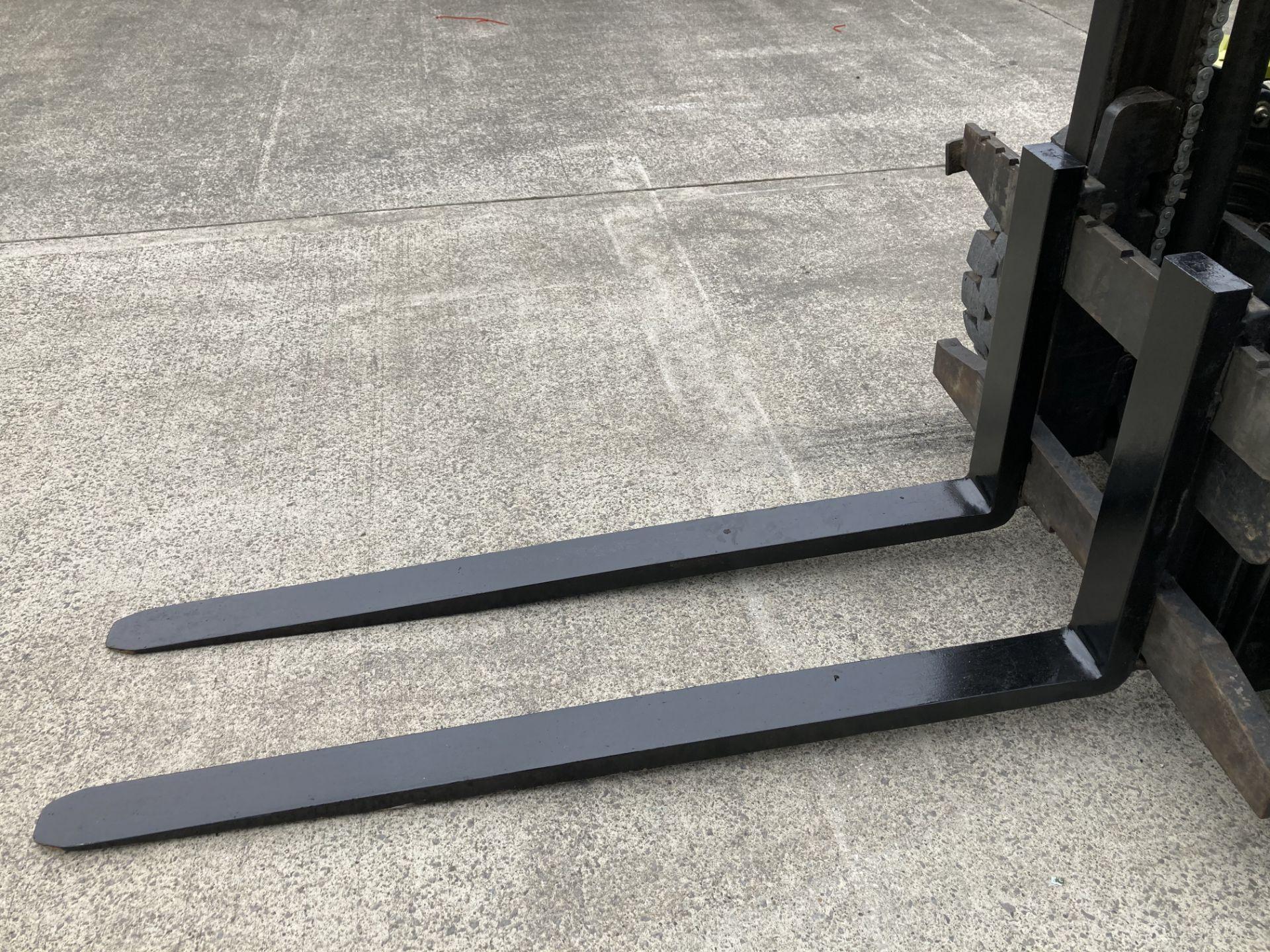 CLARK C30D DIESEL 3T FORKTRUCK Lift height: 3725mm Fork length: 1500mm YOM: 2012 Serial No: - Image 3 of 5