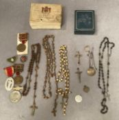 Contents to small tray - religious and other medals - two the Kings medal, silver locket, beads, R.