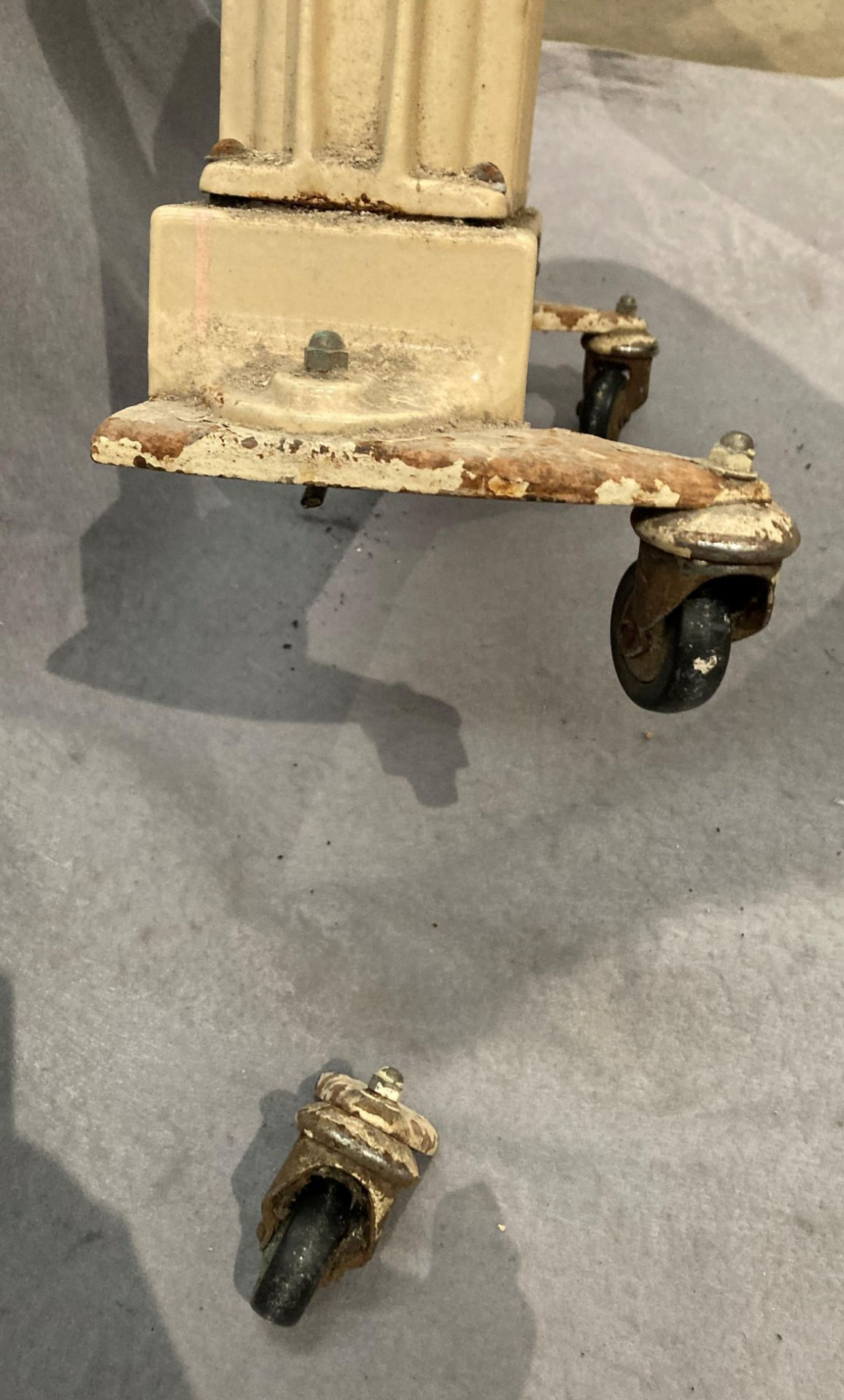 A Dry Denair cast iron mobile radiator 60 x 48cm wide - one cast castor broke off and electric - Image 5 of 5