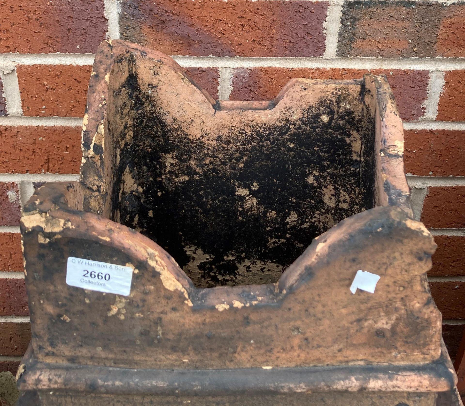 A salt glazed chimney pot - points damaged 72cm - Image 2 of 2