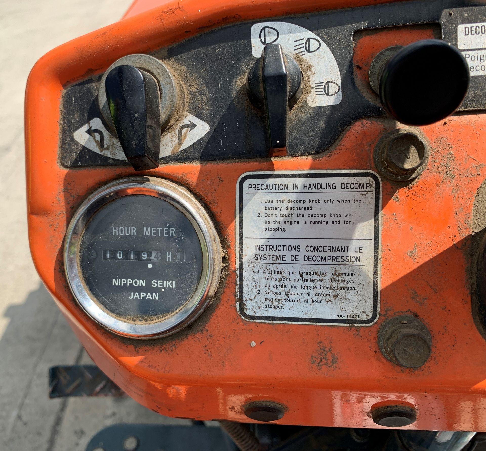 KUBOTA B6100D TRACTOR - diesel - orange Hours: 1019. - Image 11 of 21
