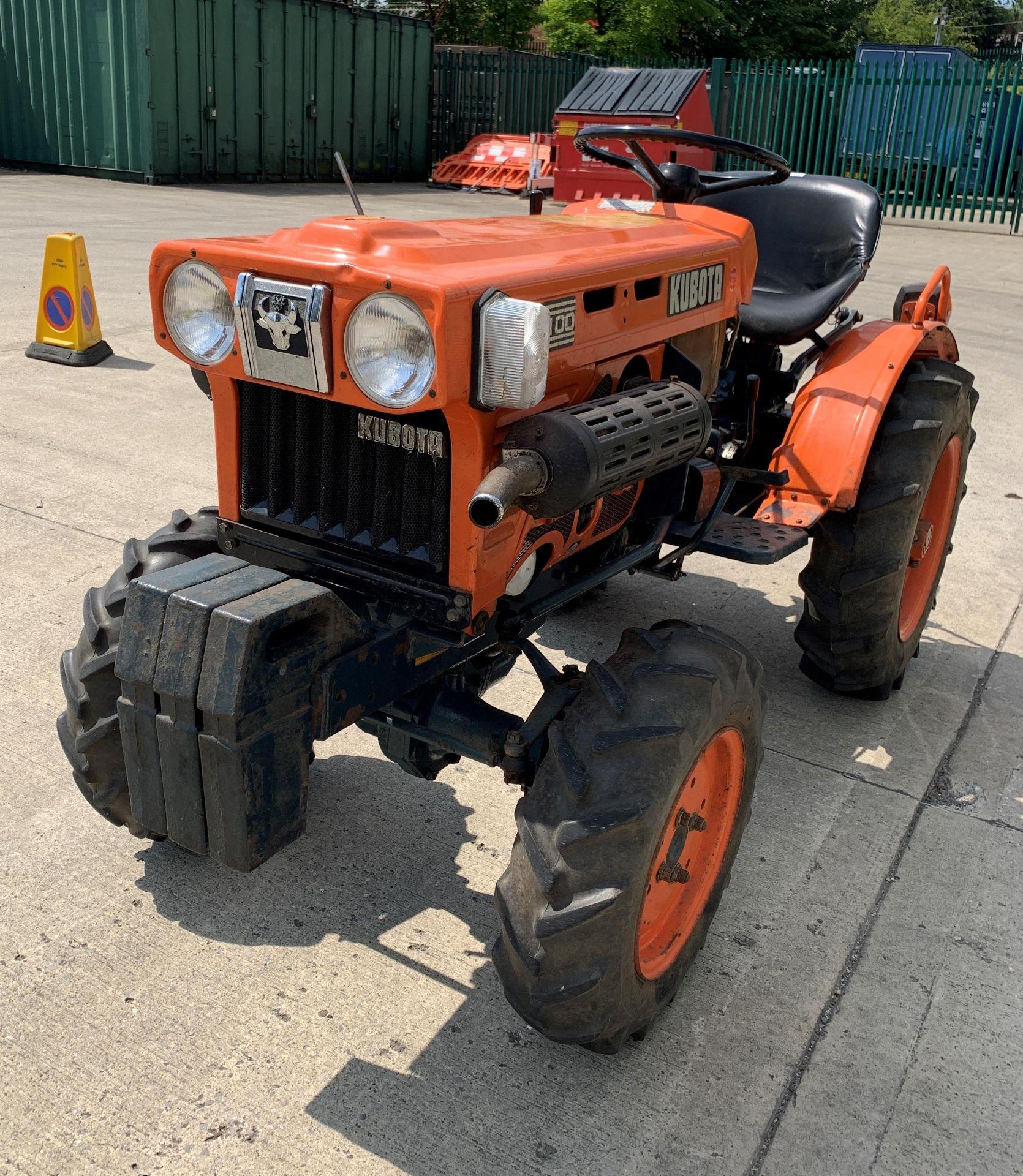 KUBOTA B6100D TRACTOR - diesel - orange Hours: 1019. - Image 14 of 21