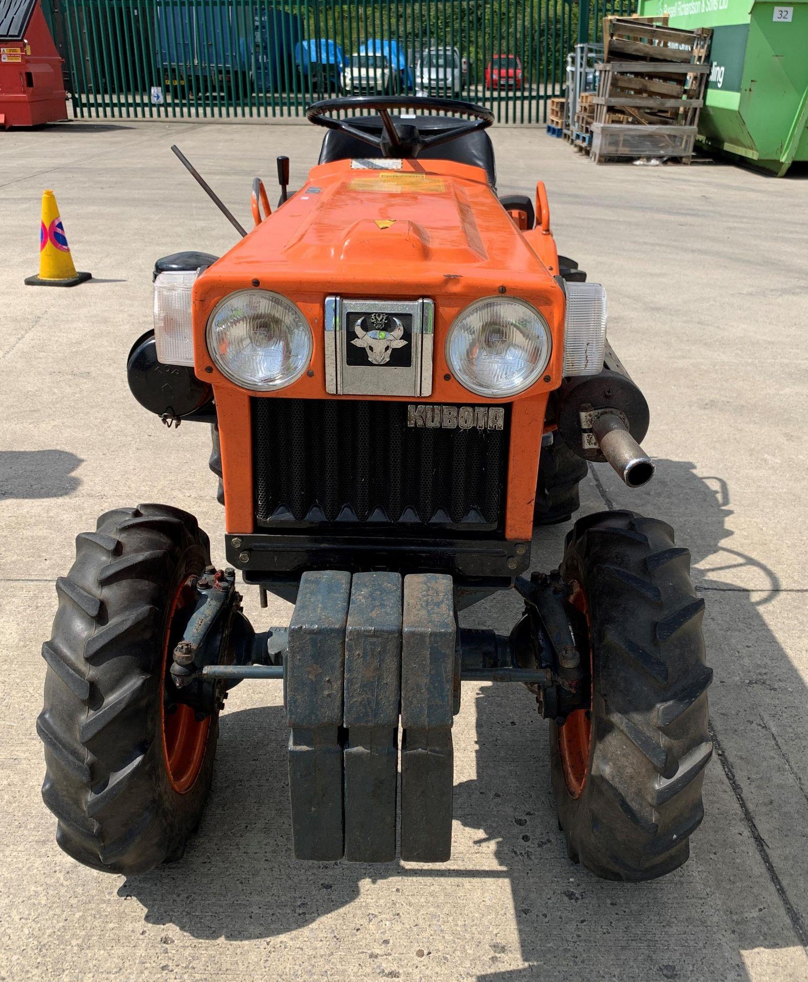 KUBOTA B6100D TRACTOR - diesel - orange Hours: 1019. - Image 8 of 21