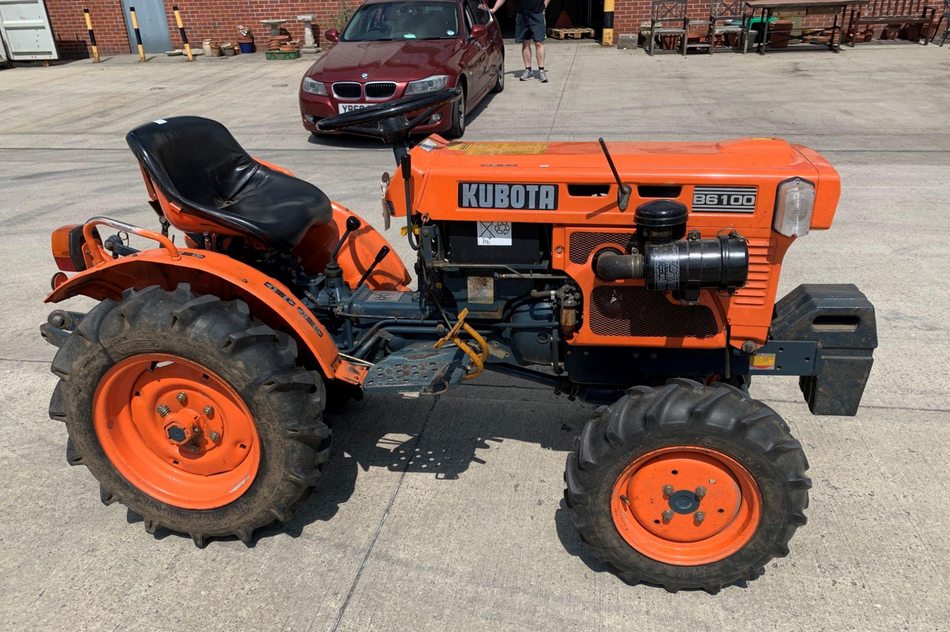KUBOTA B6100D TRACTOR - diesel - orange Hours: 1019. - Image 4 of 21