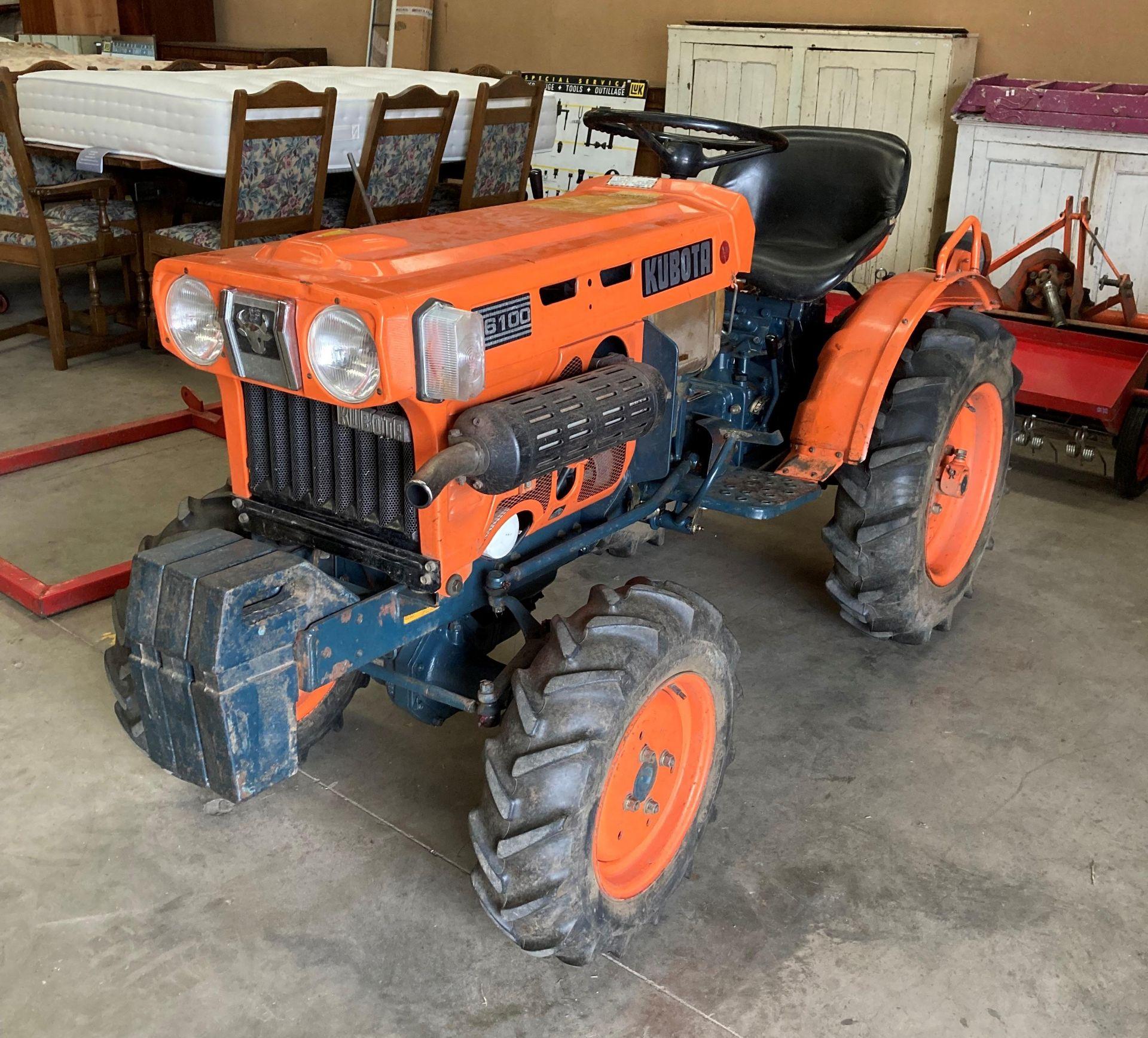 KUBOTA B6100D TRACTOR - diesel - orange Hours: 1019. - Image 17 of 21