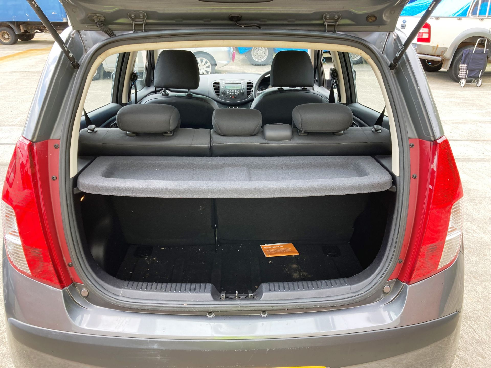 FROM A DECEASED ESTATE HYUNDAI i10 CLASSIC 5 door hatchback (1248cc) - petrol - grey Reg No: YR59 - Image 5 of 8