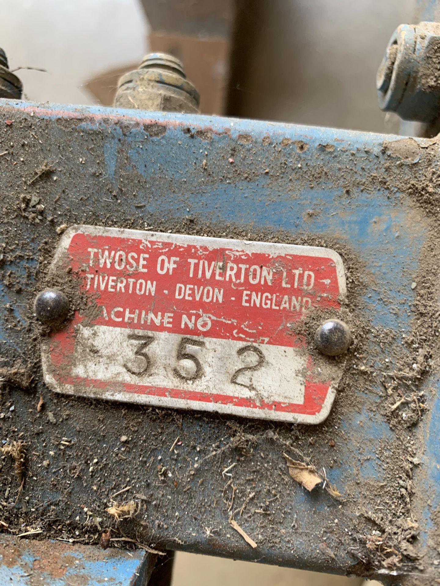 A TWOSE OF TIVERTON LTD SINGLE FURROW PLOUGH - No. - Image 4 of 6