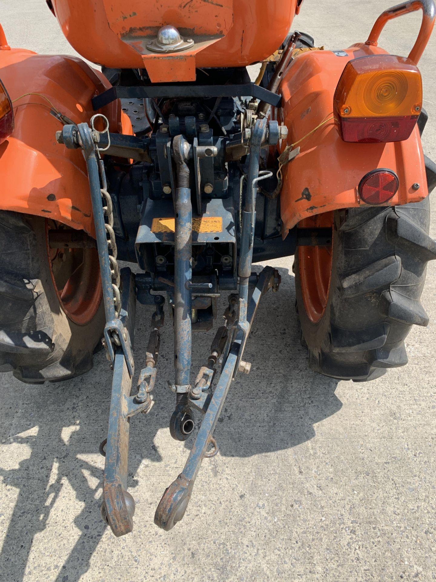 KUBOTA B6100D TRACTOR - diesel - orange Hours: 1019. - Image 13 of 21