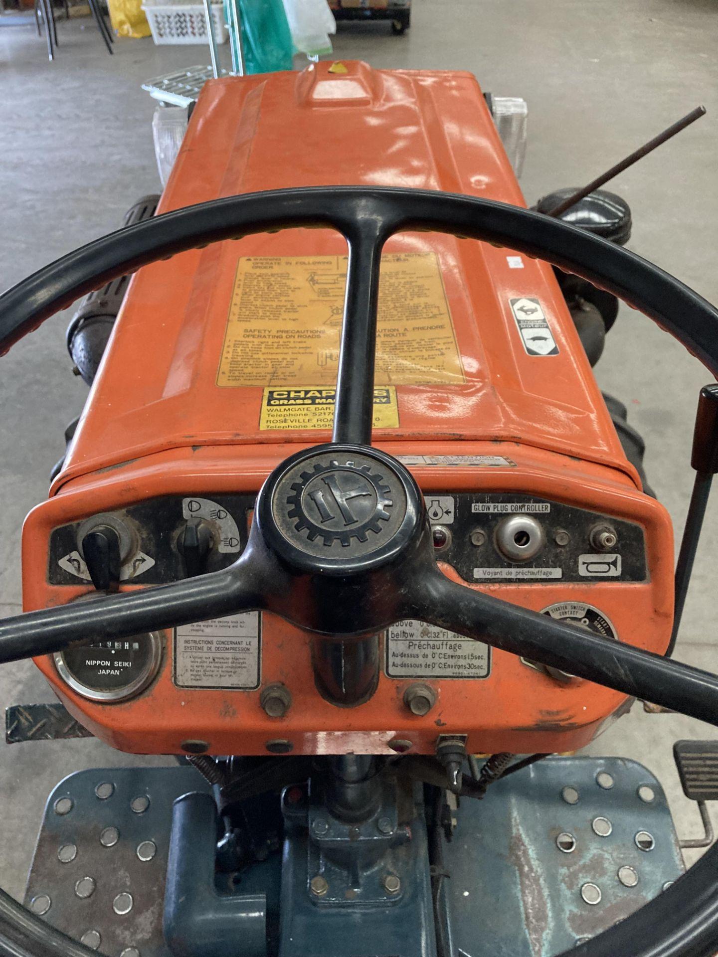 KUBOTA B6100D TRACTOR - diesel - orange Hours: 1019. - Image 18 of 21