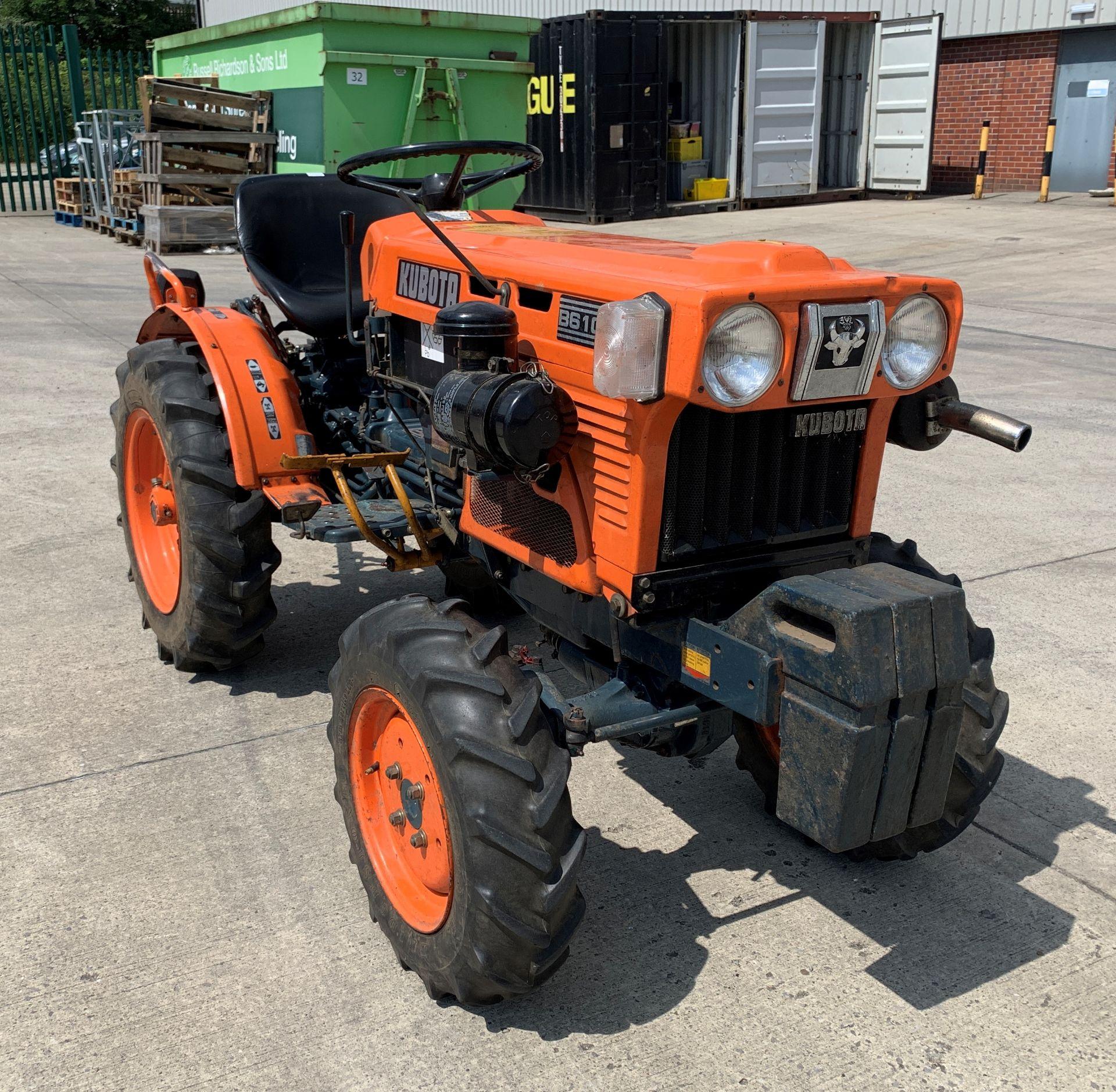 KUBOTA B6100D TRACTOR - diesel - orange Hours: 1019. - Image 10 of 21