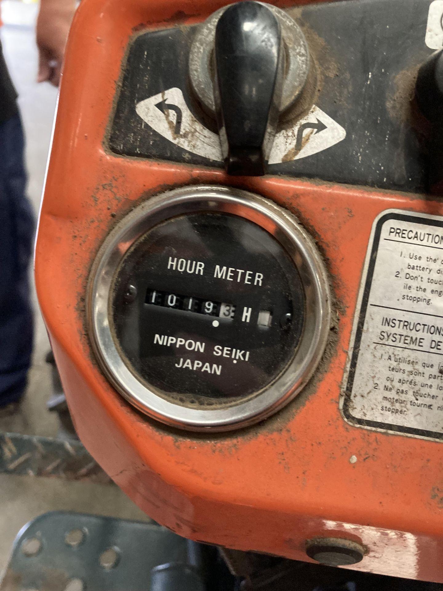 KUBOTA B6100D TRACTOR - diesel - orange Hours: 1019. - Image 19 of 21