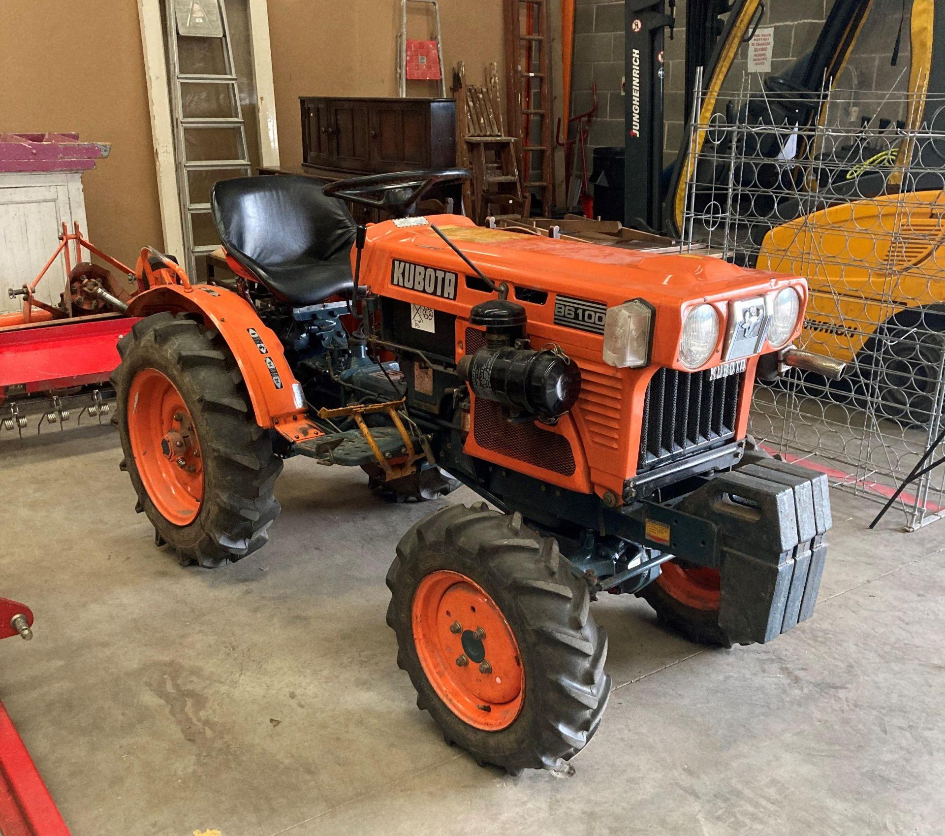 KUBOTA B6100D TRACTOR - diesel - orange Hours: 1019. - Image 16 of 21