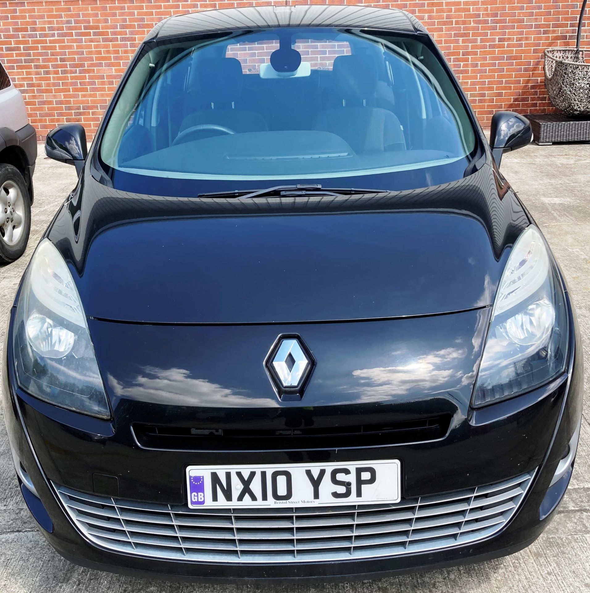 ON INSTRUCTIONS OF A RETAINED CLIENT RENAULT GRAND SCENIC DYN DCi 106 1.