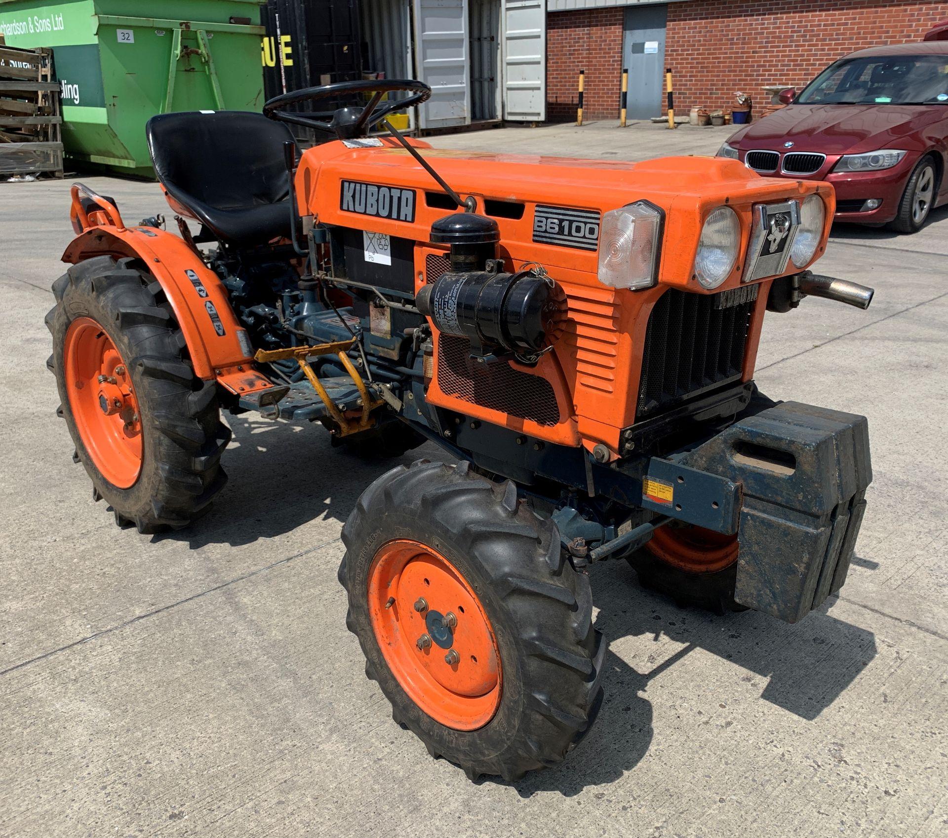 KUBOTA B6100D TRACTOR - diesel - orange Hours: 1019. - Image 9 of 21
