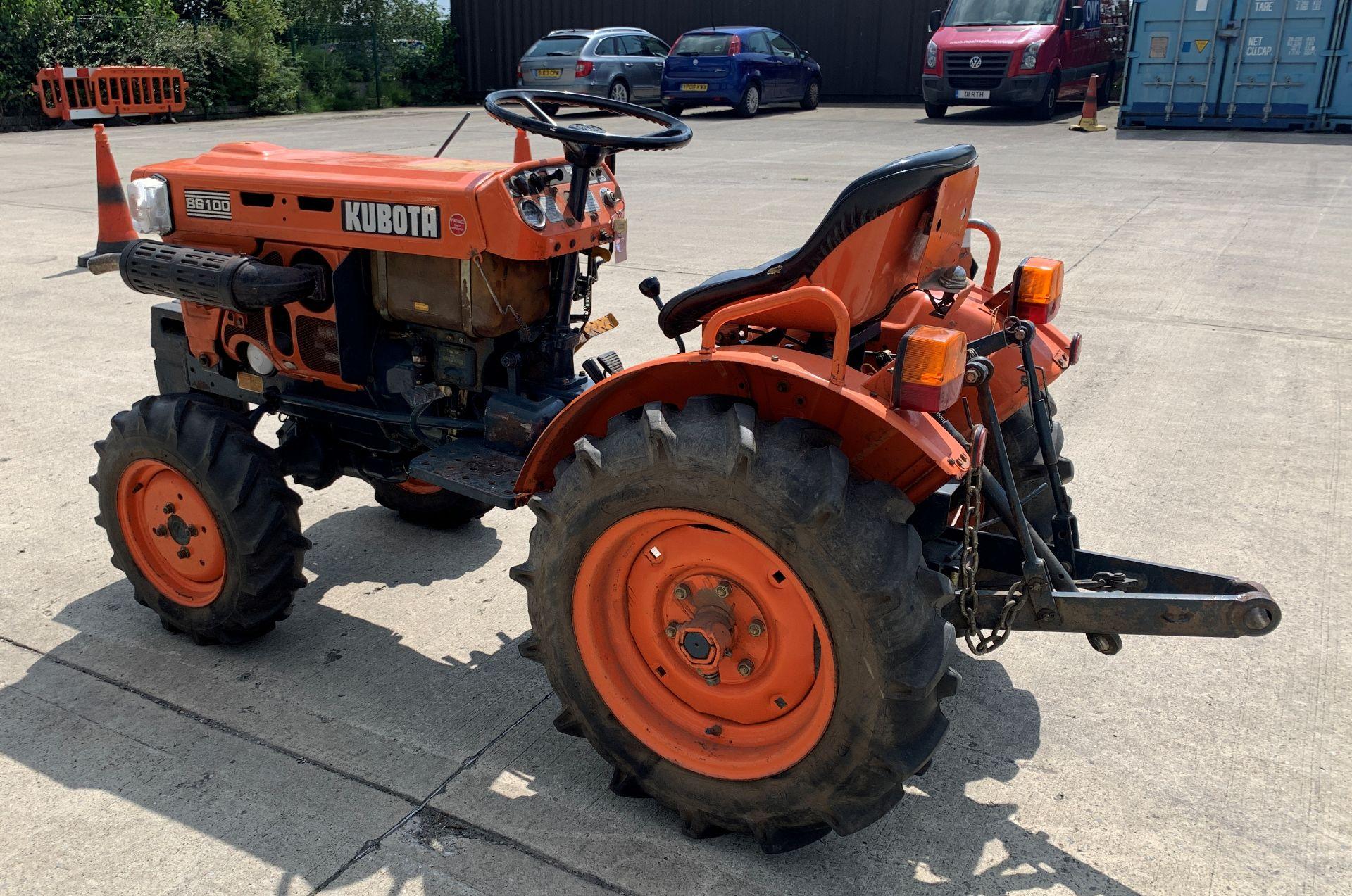 KUBOTA B6100D TRACTOR - diesel - orange Hours: 1019. - Image 6 of 21