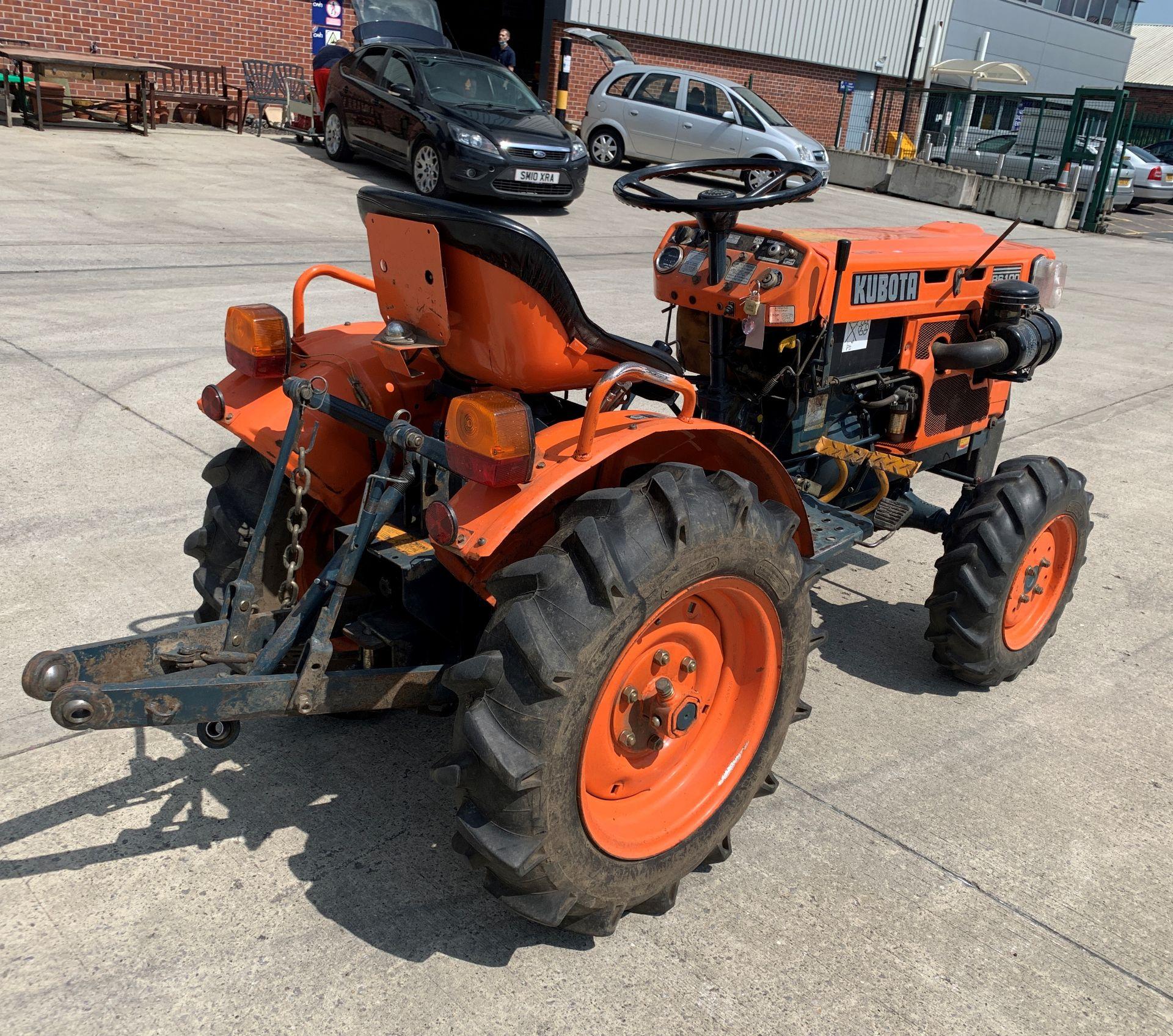 KUBOTA B6100D TRACTOR - diesel - orange Hours: 1019. - Image 5 of 21