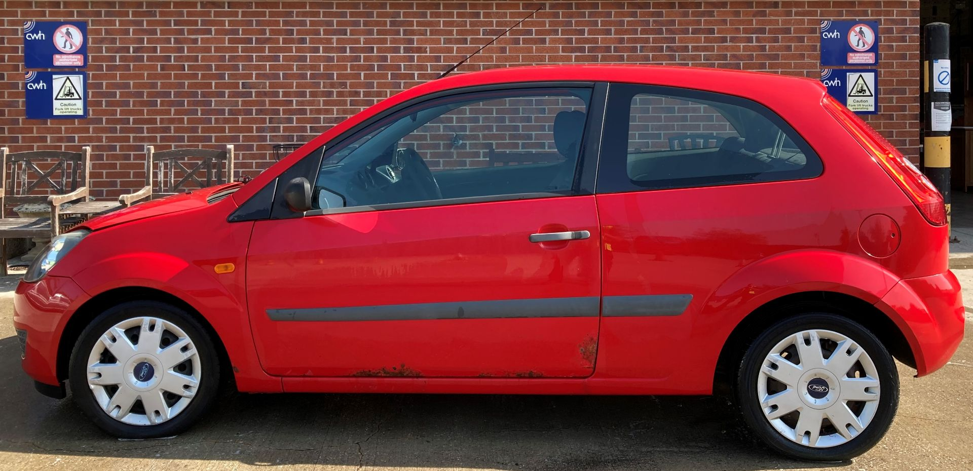 FROM A DECEASED ESTATE FORD FIESTA STYLE 1.2 3 door hatchback - petrol - red Reg No: YB08 XOX Rec. - Image 7 of 10