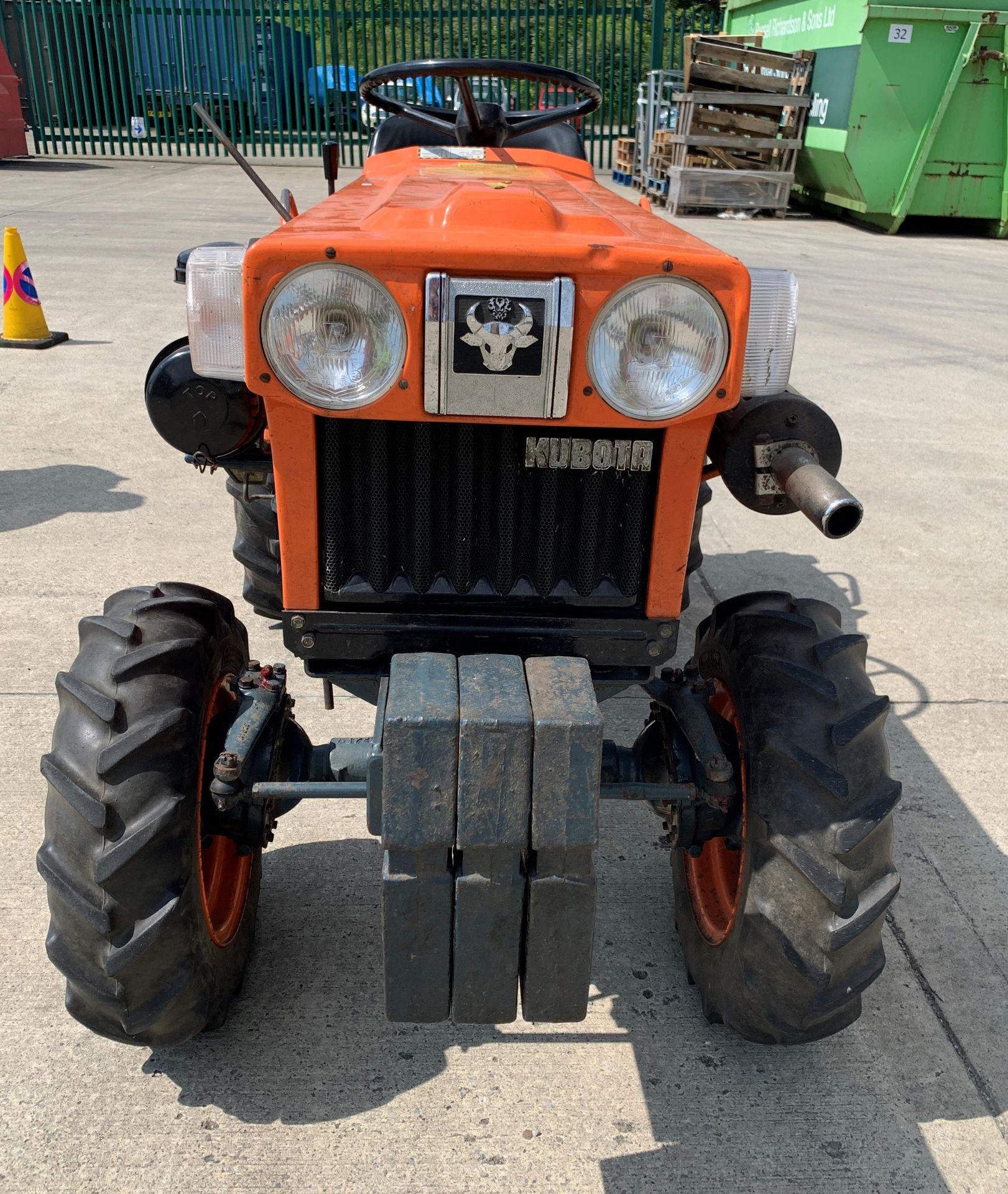KUBOTA B6100D TRACTOR - diesel - orange Hours: 1019. - Image 3 of 21