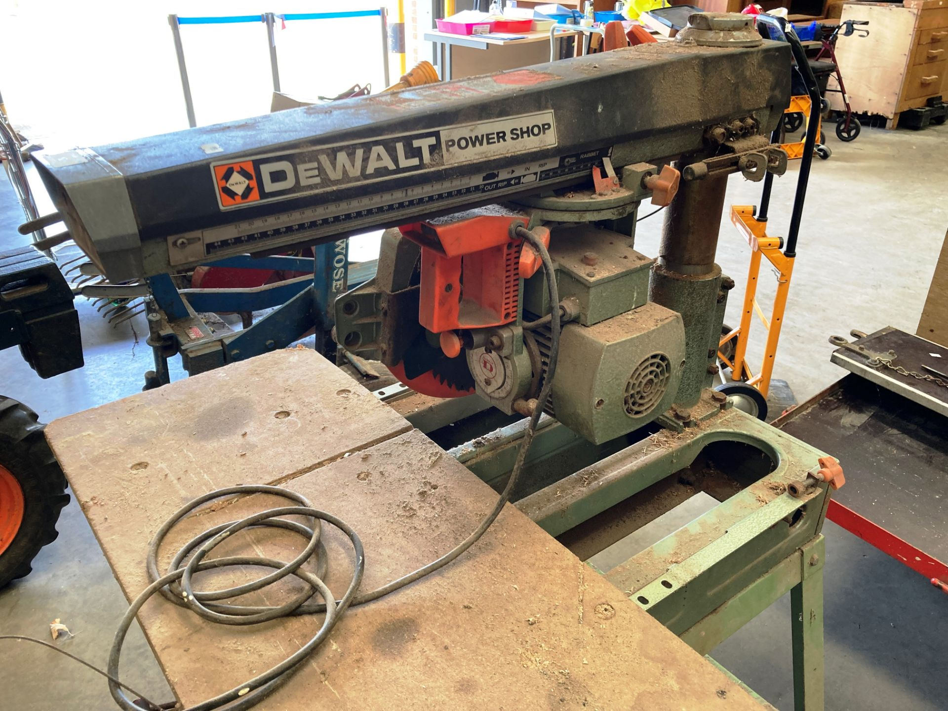 A DeWalt Power Shop DW125 radial arm saw - 240v (failed PAT test - loose earth - check before - Image 2 of 2