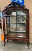 A LATE 19TH CENTURY CONTINENTAL CARVED MAHOGANY DISPLAY CABINET - four shelves mirrored back on