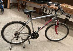 """An Apollo XC26 18 speed mountain bike in grey - 20"""" frame"""