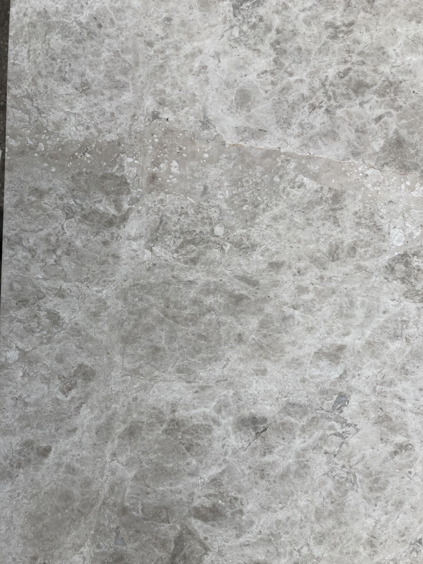 40 x packs of 4 marble tiles in Silver Emperador - 30 x 60 x 1. - Image 2 of 3