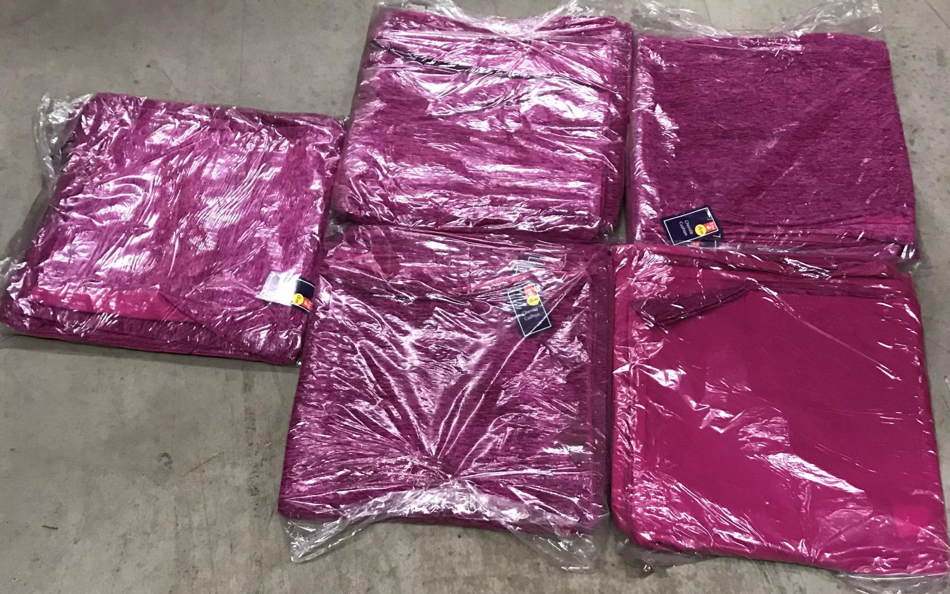 4 x packs of 8 chenille cushion covers in plum - 40 x 40cm - Image 3 of 3