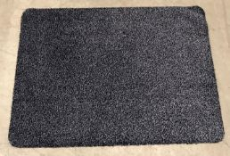 5 x black and white speckled rubber backed mats - 80 x 60cm